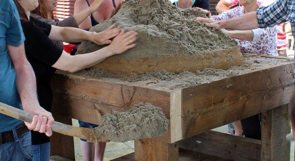 Het maken van een zandbol